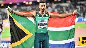van Niekerk inspires SA from the last lane